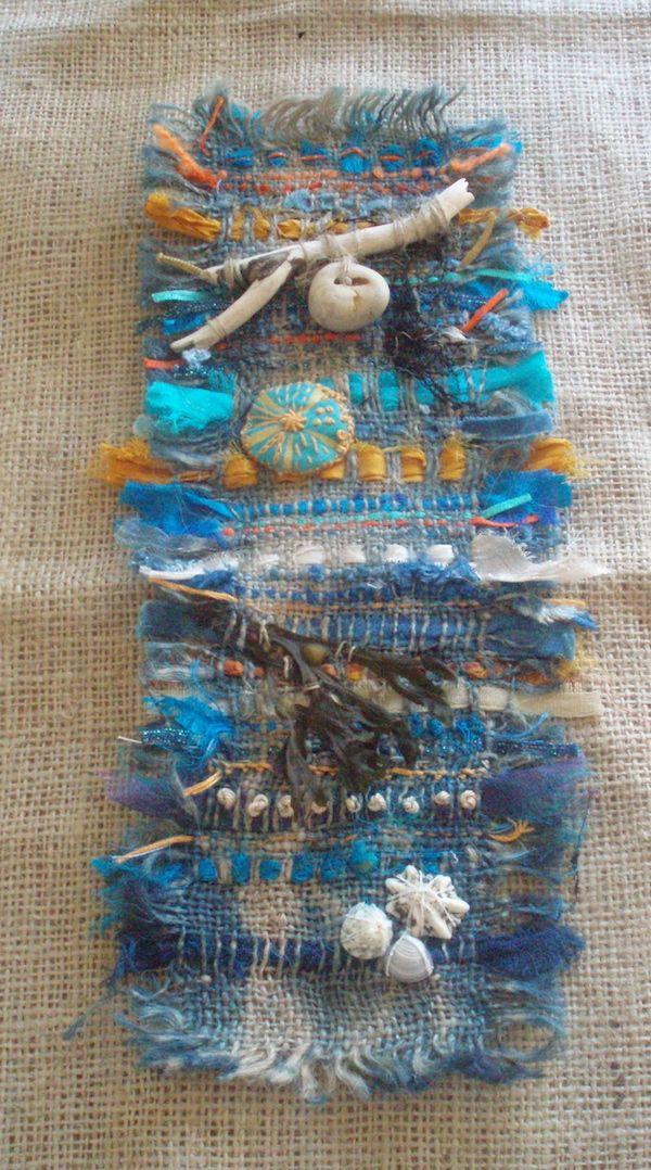 Weaving On Indigo Dyed Hessian Using Yarn Threads
