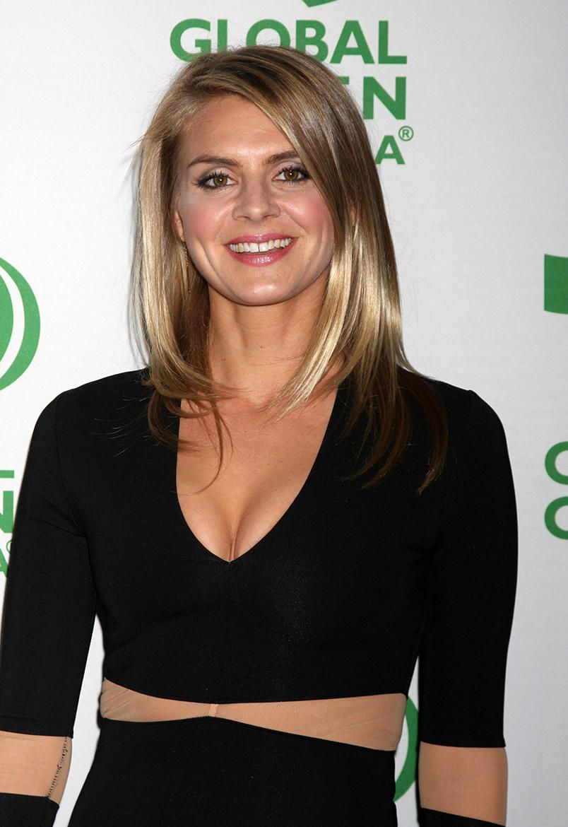 Eliza Coupe To Star In Hulus Gamer Comedy Future Man Men Tv