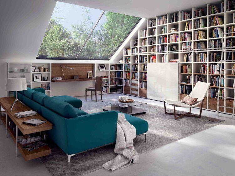 Großzügiges Sofa In Türkis Und Bibliothekenschrank | Stubenhocker ... Ideen Fur Wohnzimmer Umbau