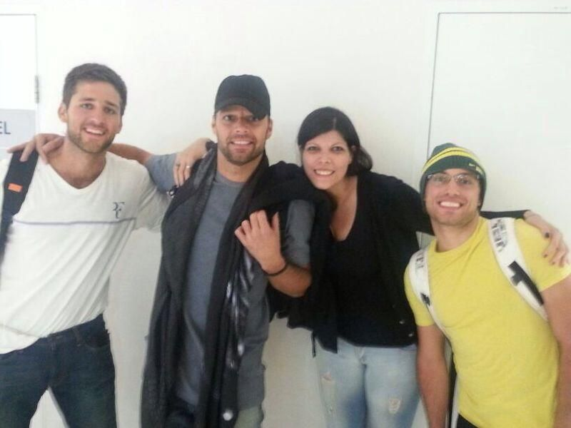 "RT""@teamrickyaus: @ricky_martin leaving Australia, with fans at the airport (via @Val1977_) pic.twitter.com/NUMP5Q1dV6 pic.twitter.com/5D2Ph8P73S"""