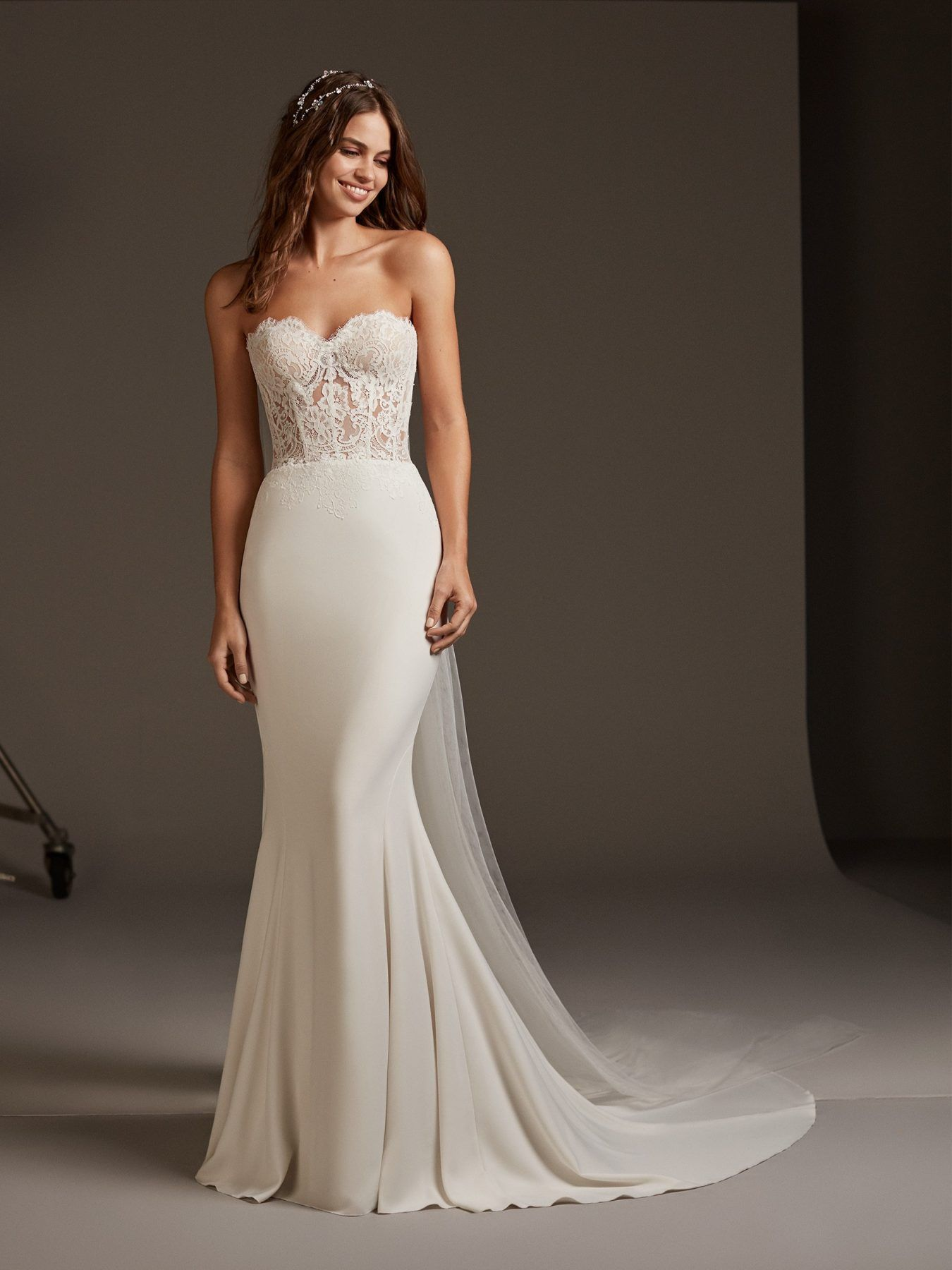 See Through Bodice Is Gorg In 2020 Corset Mermaid Wedding Dress Pronovias Wedding Dress Mermaid Dresses