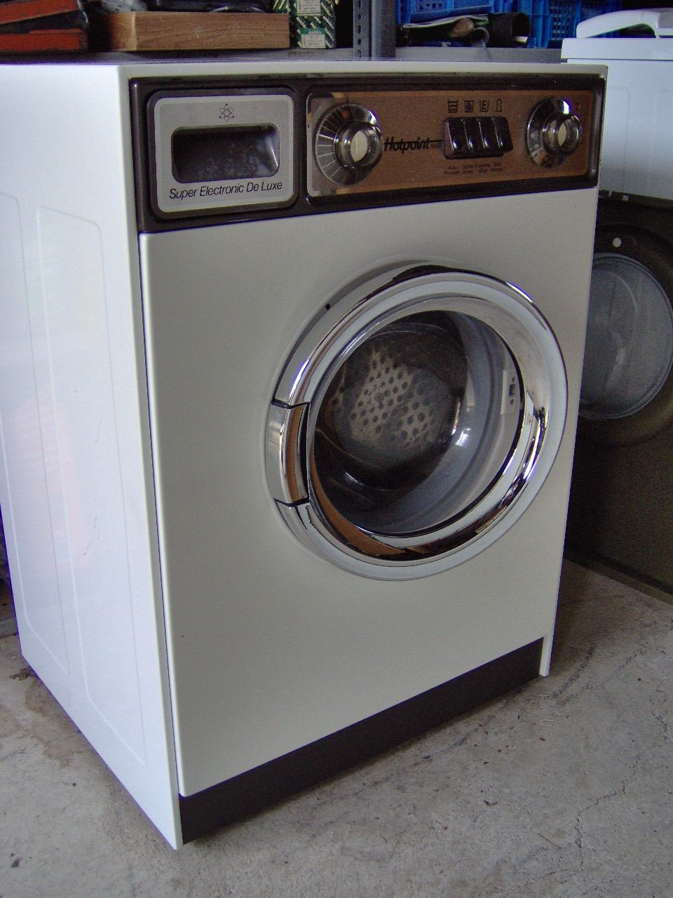 Old Hotpoint Washing Machines Steal one of these before