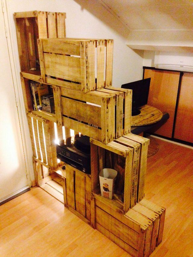 Etagere En Escalier Avec Des Caisses A Pommes Amenagement Maison