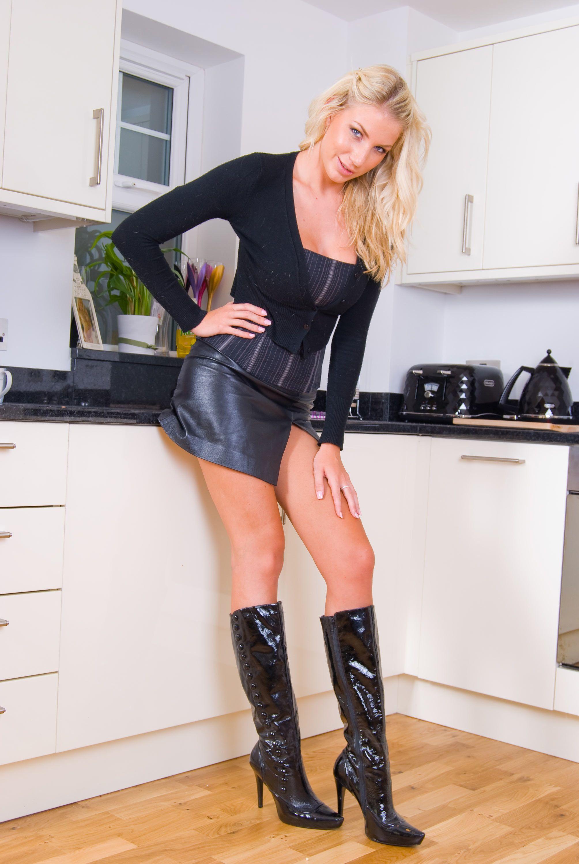 Favori Bottes noire et mini jupe en cuir | Bottes & Cuissardes IV  ZO02