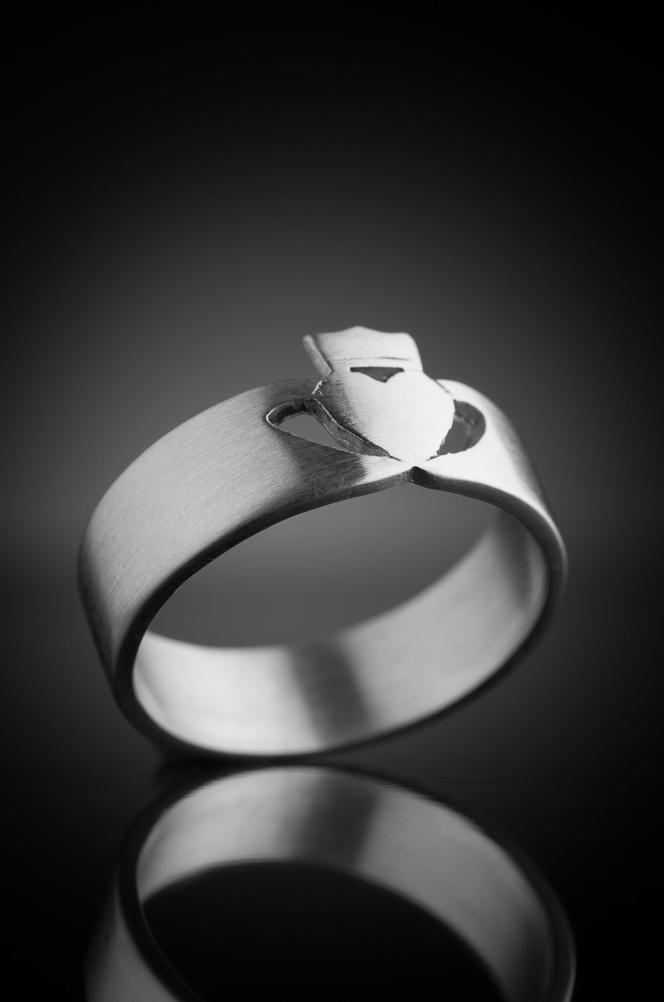 Men's Claddagh Ring In Silver Handmade Bears The Hallmark Of Quality From Irish Assay Dublin Castle Visit Our Online Store Worldwide Delivery: Modern Irish Wedding Rings At Websimilar.org
