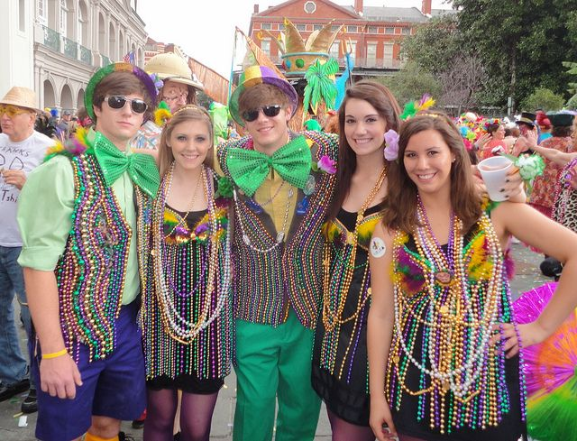 French Quarter Mardi Gras Costumes Heres Your Standard Mardi Gras Color Overload They Get Worse