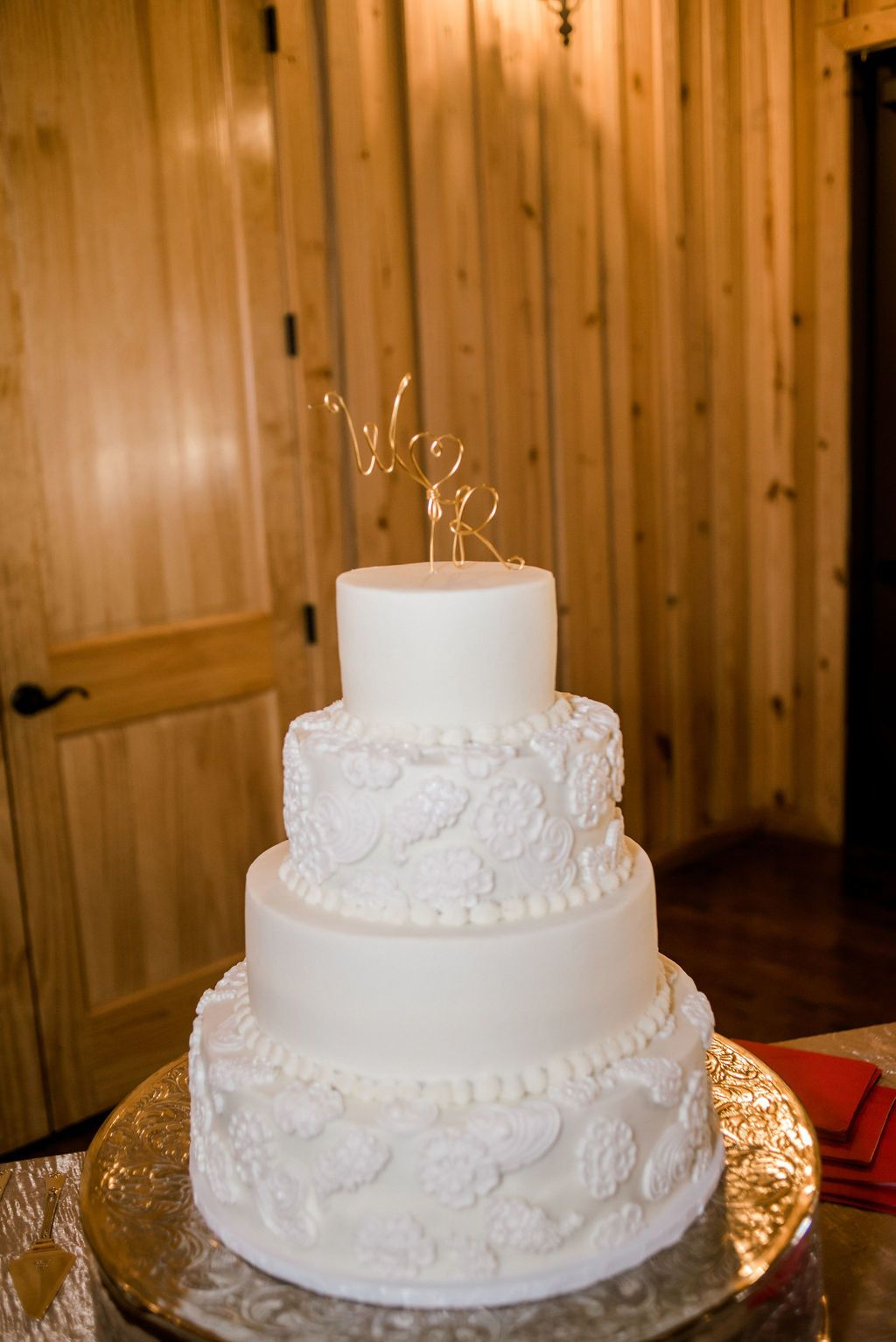 The Ranch Style Wedding Venue In Denton Wedding Cake Roses