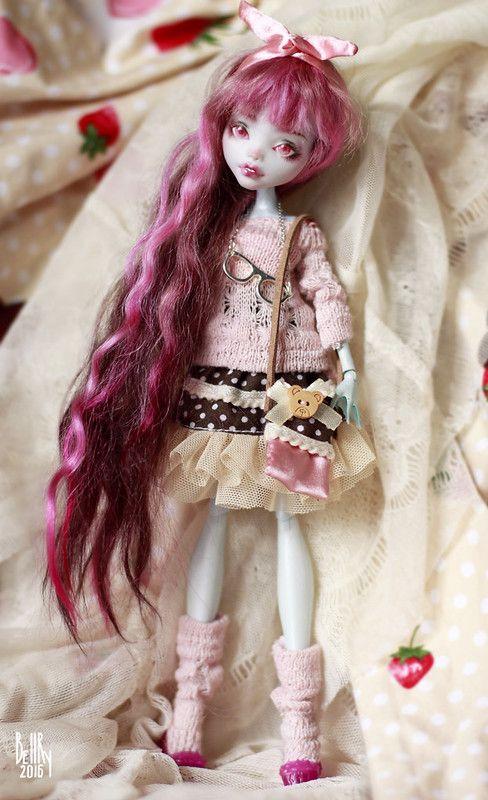 Strawberry chocolate Lagoona OOAK Monster High doll