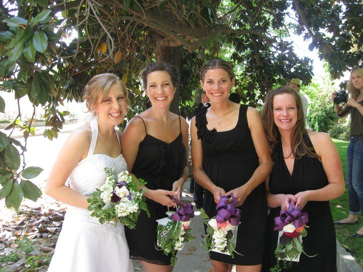 Alternative To Bouquets: Bridesmaids Carry Lanterns With