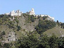 Cachtice Castle Wikipedia The Free Encyclopedia Castle Elizabeth Bathory Castle Ruins