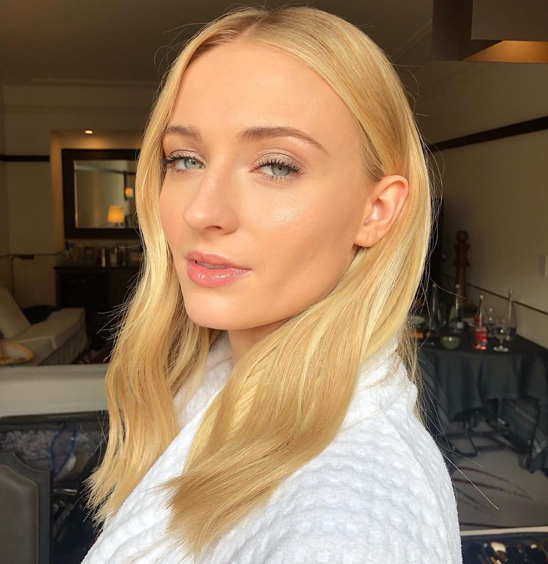 Georgie Eisdell Makeup Artist On Instagram Nothing Like A Little Glow Day 2 In Mexico With Sophiet Hair Cwoodhair Make Sophie Turner Hello Hair Beauty