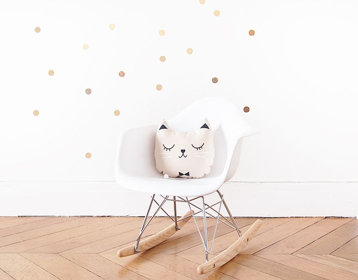 Notre coussin musical Zü chez You May Love It - www.youmayloveit.com https://www.plumeti.fr/coussin-chat-musical-zu.html
