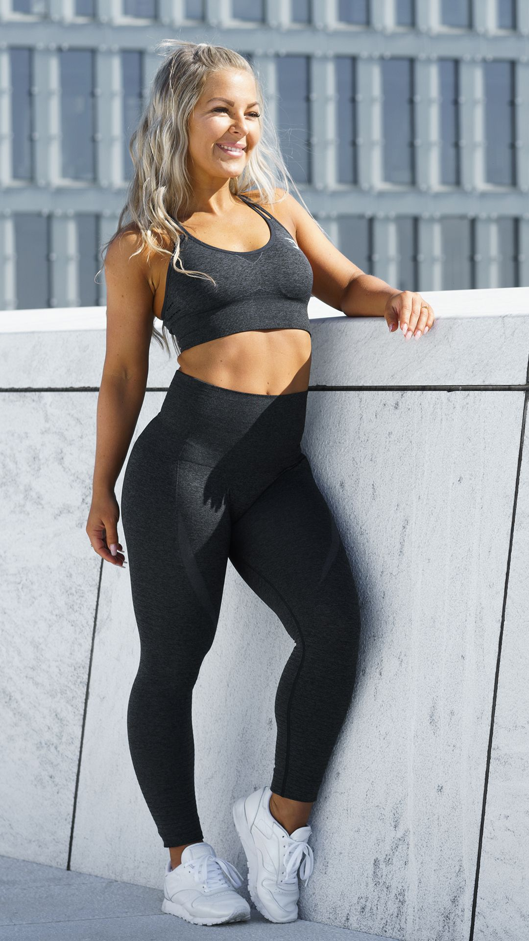 1b9cc92977ac6 The perfect match. Linn Jacobsson in that all black Seamless set ...