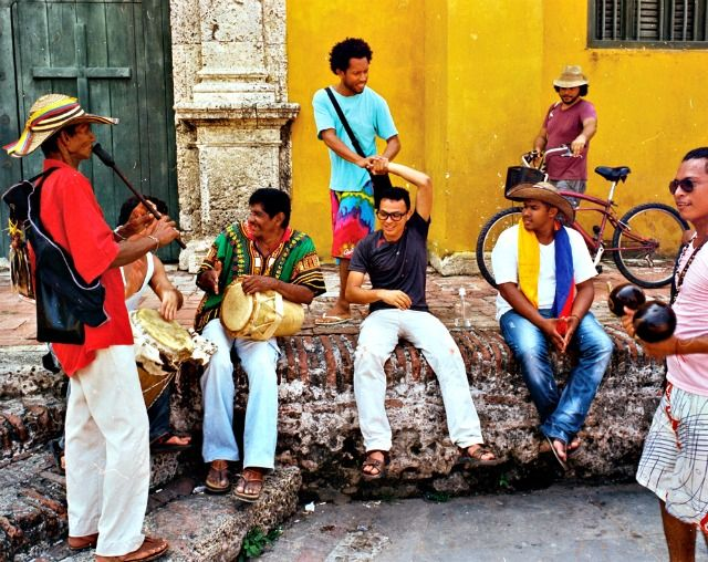 Que faire en Colombie ? Que diriez-vous d'une balade dans les ruelles de Carthagene ? Découvrez les 14 incontournables d'un voyage en Colombie !