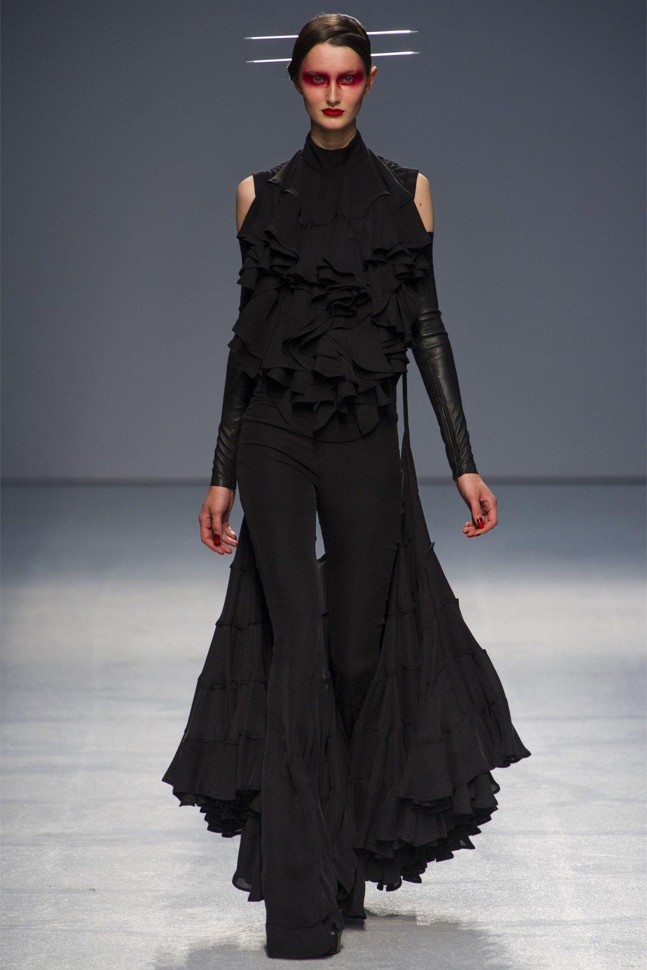 Gareth Pugh  Spring 2013  Paris Fashion Week