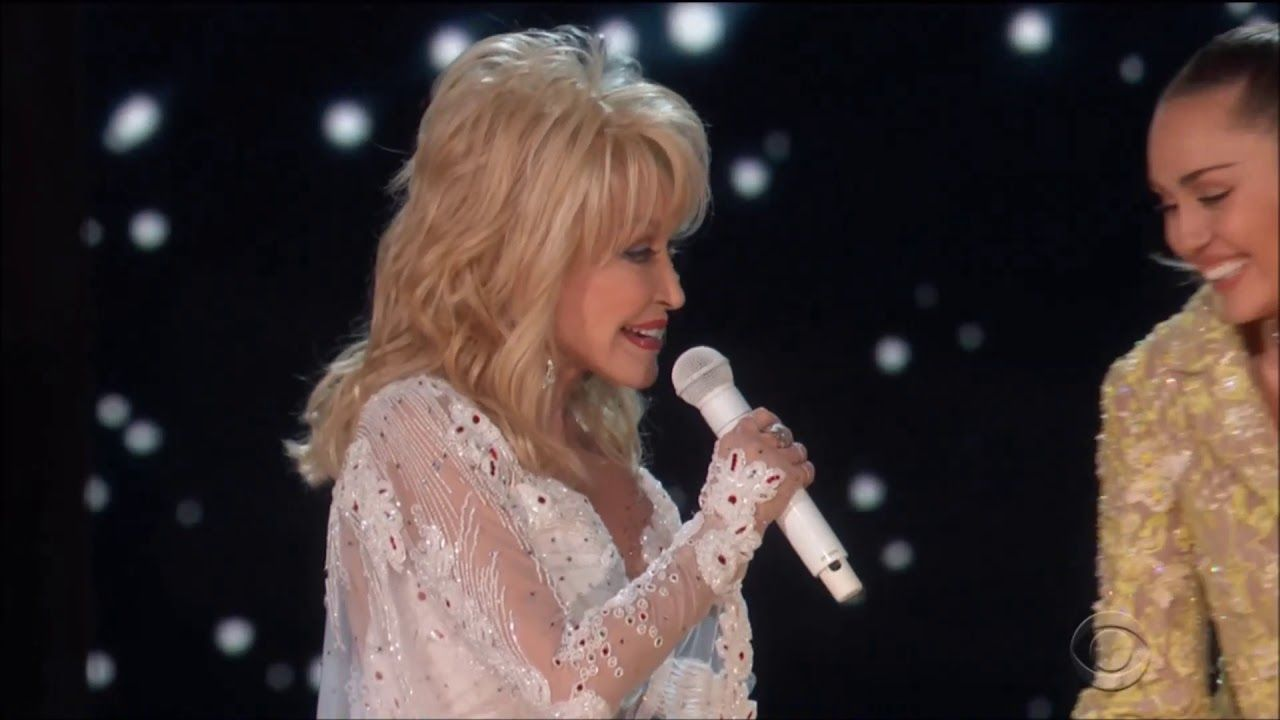Miley Cyrus And Dolly Parton Sing Jolene Live In Concert Grammys 2019 Miley Cyrus Grammy Miley