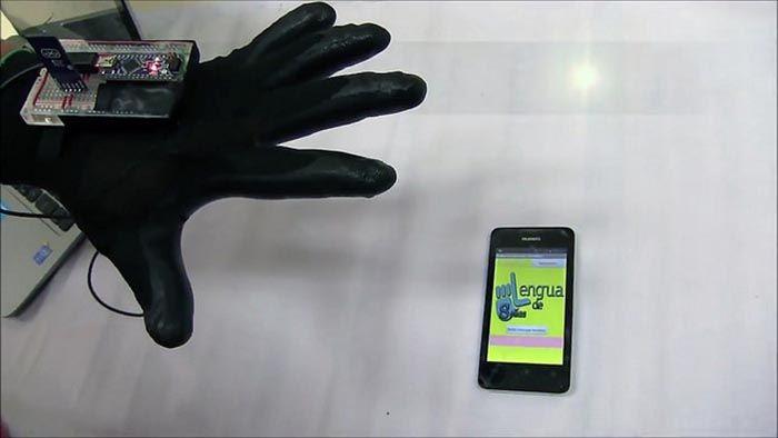 #Estudiantes mexicanos crean guante que traduce el lenguaje de señas a escrito - www.nssoaxaca.com: www.nssoaxaca.com Estudiantes mexicanos…