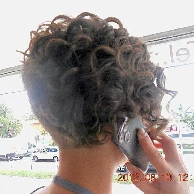 lyhyt kihara tukka