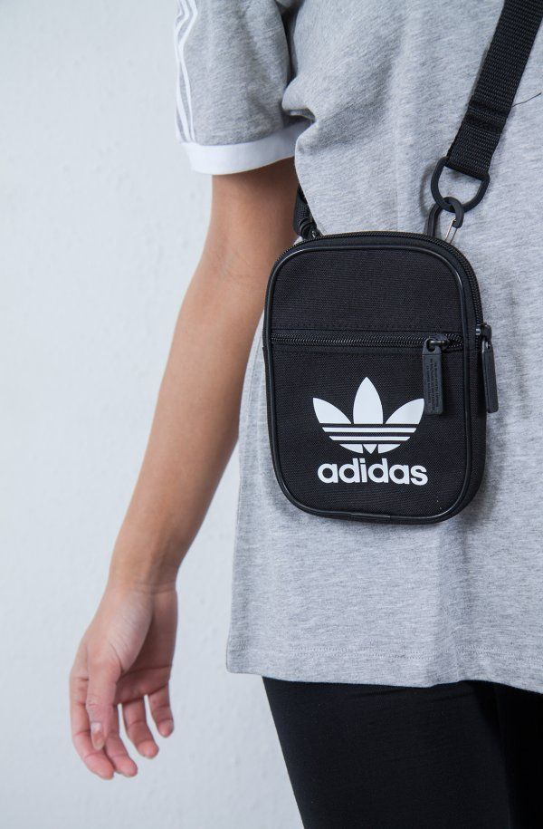 quality design 52822 830e9 ADIDAS ORIGINALS  TREFOIL FESTIVAL BAG  DKK 170,-