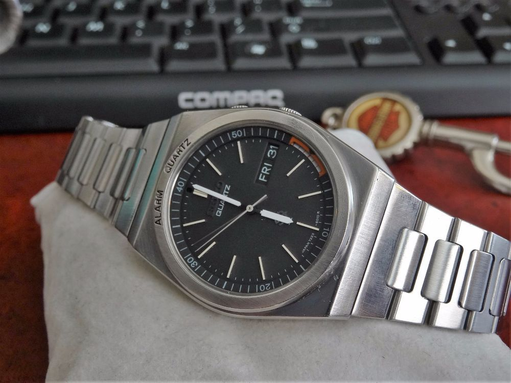 53ac9a1132c Vintage 1980s Seiko Alarm Quartz Water Resistant Mens Watch w  22mm Band   Seiko  DressFormal