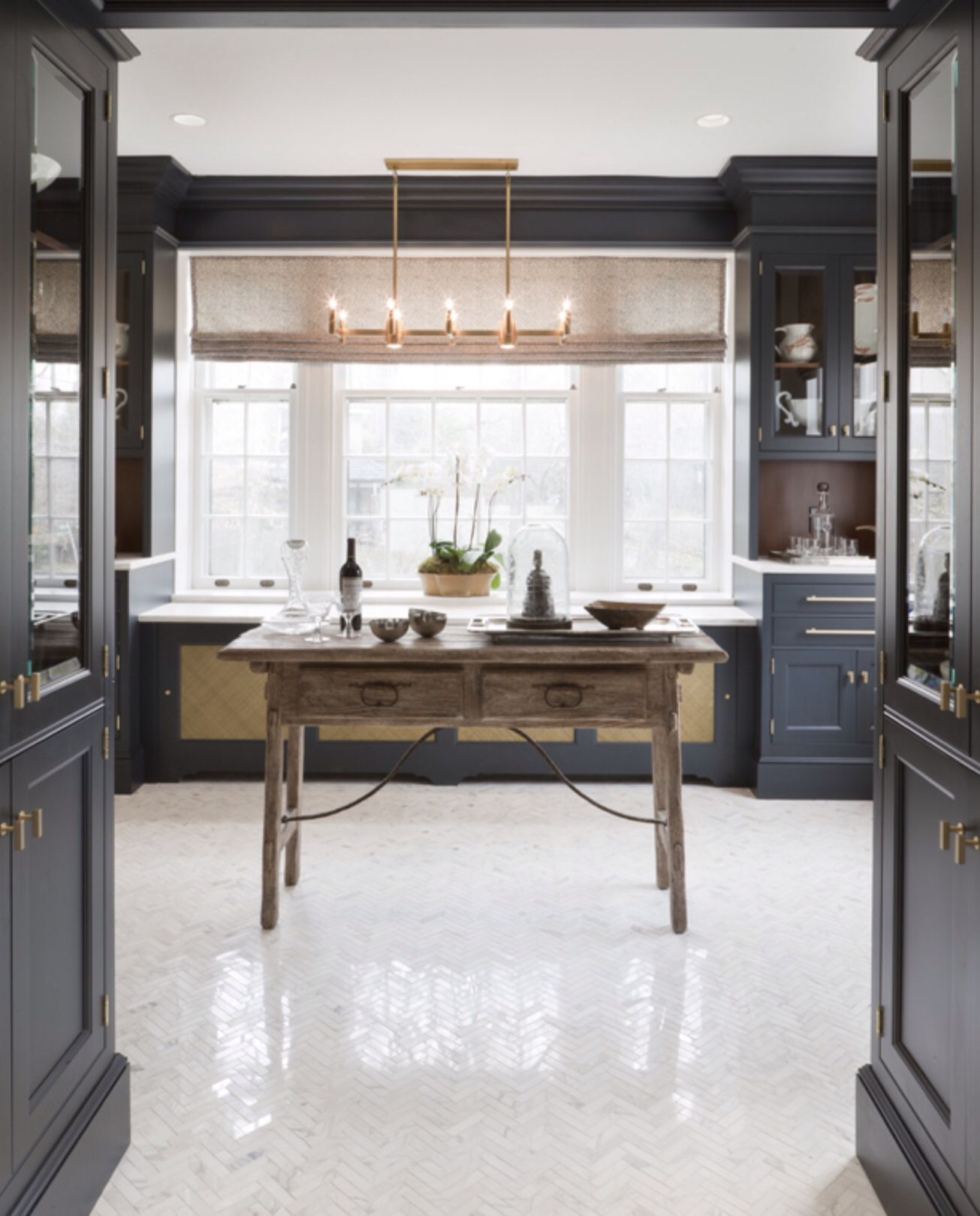 Floor To Ceiling Cabinets/textural Contrast Wall Behind