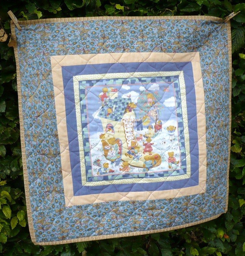A tiny quilt for too early born babys
