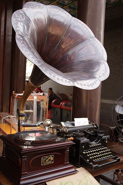 gramaphone and typewritter