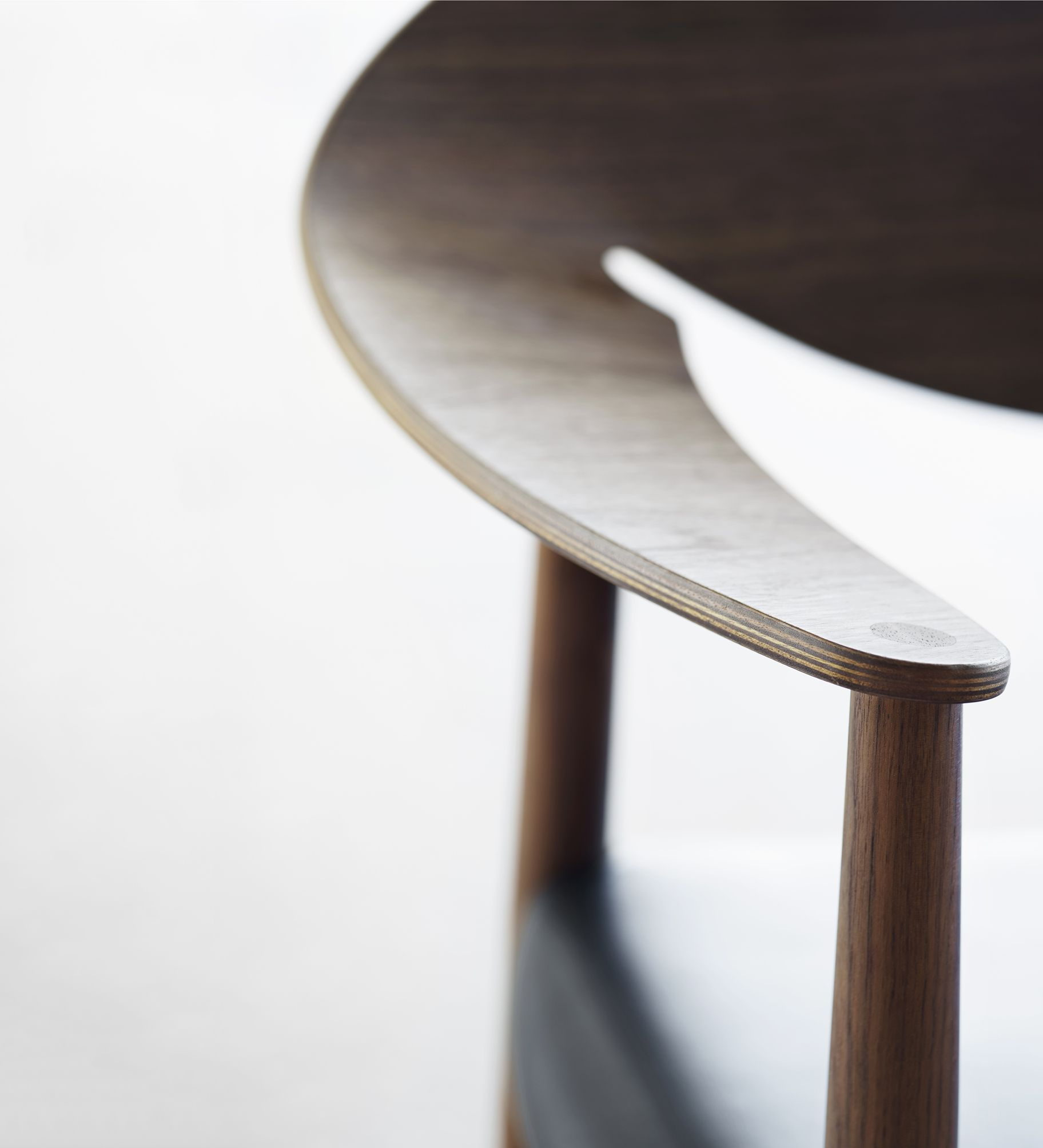 Carl Hansen & Søn - LM92 | Metropolitan - Detail - Designed by Ejner Larsen & Aksel Bender Madsen - http://www.carlhansen.com