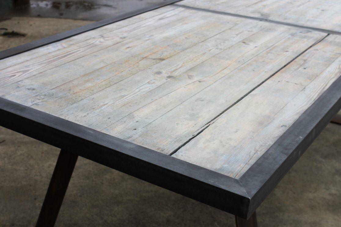 Industriële tafel gemaakt uit steenschotten met een greywash en een