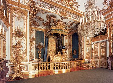Schloss Herrenchiemsee Castle Bavaria Bedroom Of King Ludwig Ii Of Bavaria 1845 1886 Castles Interior Palace Interior Palace Tour