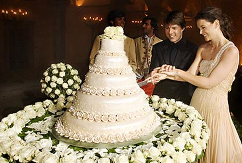 Tom Cruise And Katie Holmes Tom Cruise And Katie Holmes Italian Wedding In 2006 Was One Of The Bigges Wedding Cake Tops Wedding Cake Photos Celebrity Weddings