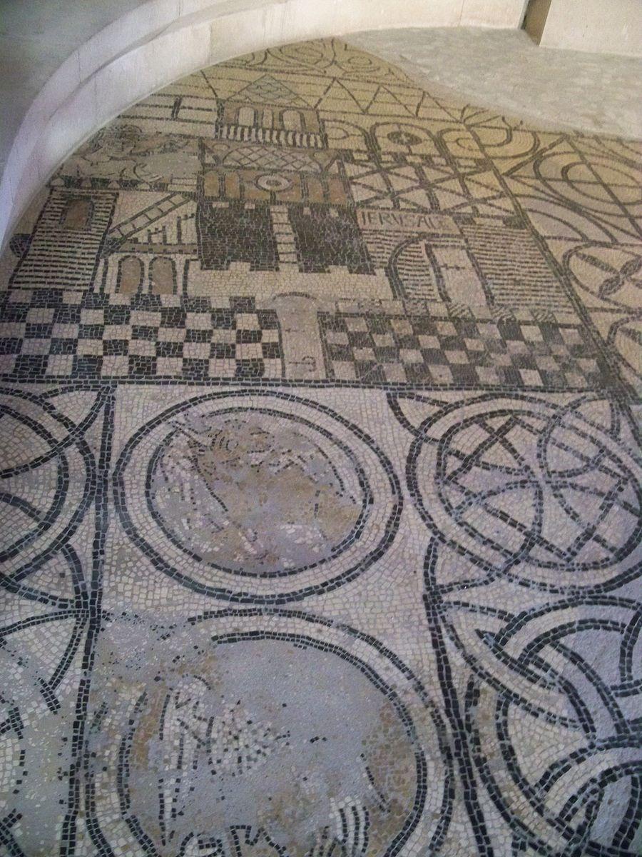 File:St Paul 3 chateaux - église mosaique 1.JPG