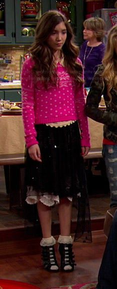Riley's pink Christmas sweater on Girl Meets World. Outfit Details ...