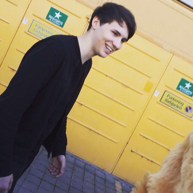 Imagine Dan wanting to take a picture with u but there's too many fans and he just smiles at u