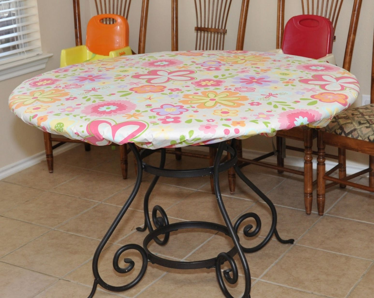 100 Round Plastic Table Covers With Elastic Cool Modern