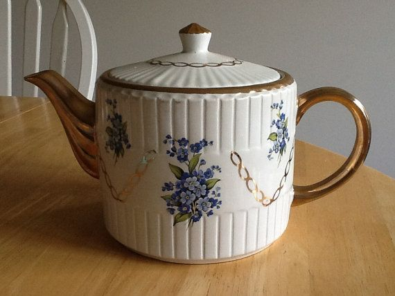 Ellgreave Teapot with Gold Trim and Forget-Me-Nots