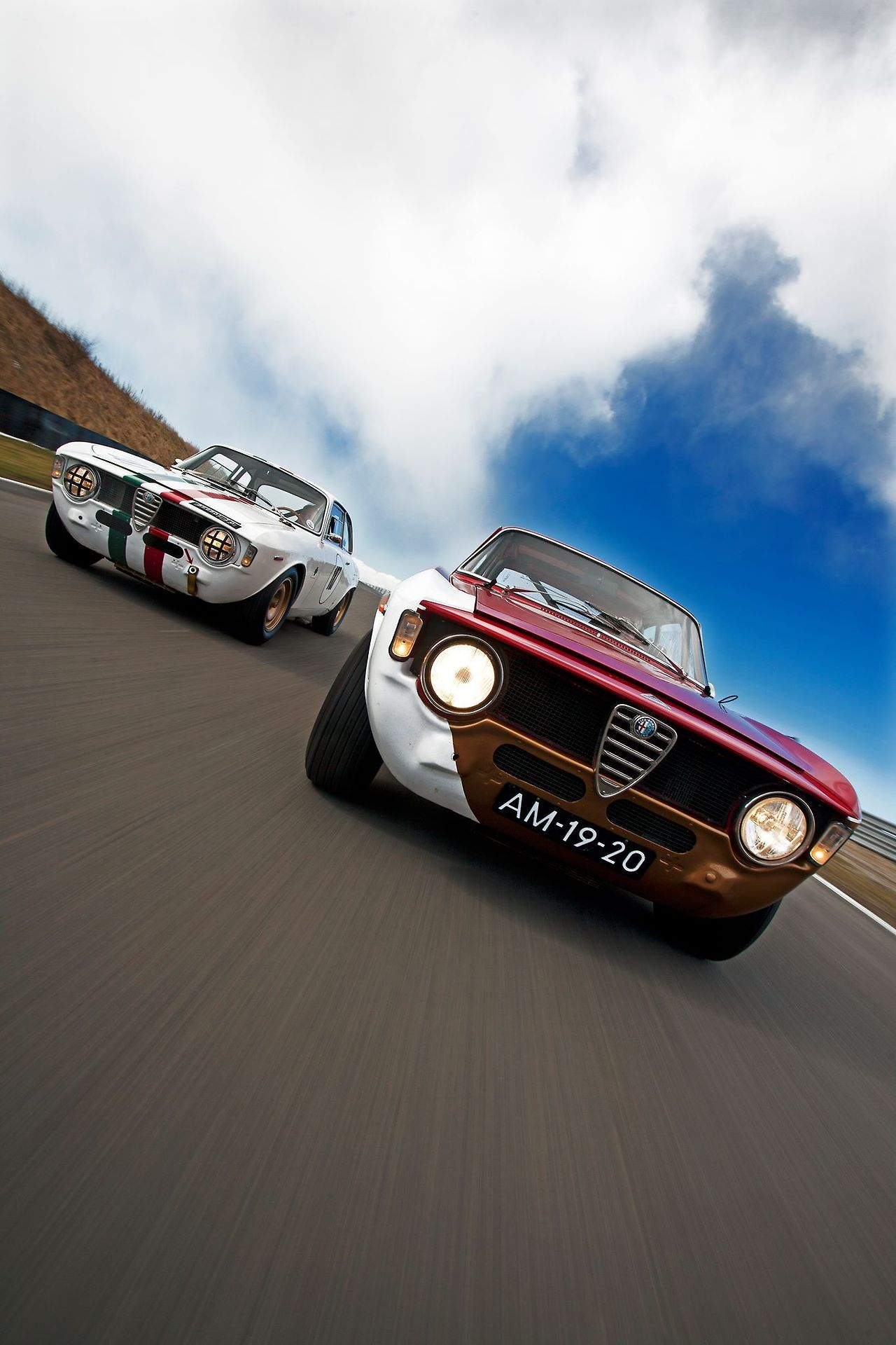 ♂ Alfa Romeo GTA 1300 Junior Corsa (in foreground) Giulia Sprint GTA Corsa (in background) #cars #wheels
