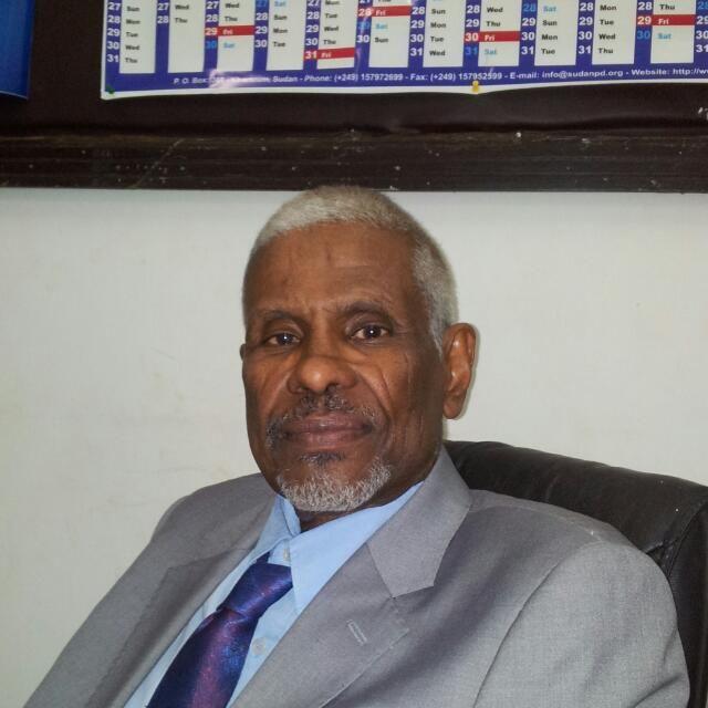 البروف حسن ابوعائشه رائدا لطب الكلي في أفريقيا