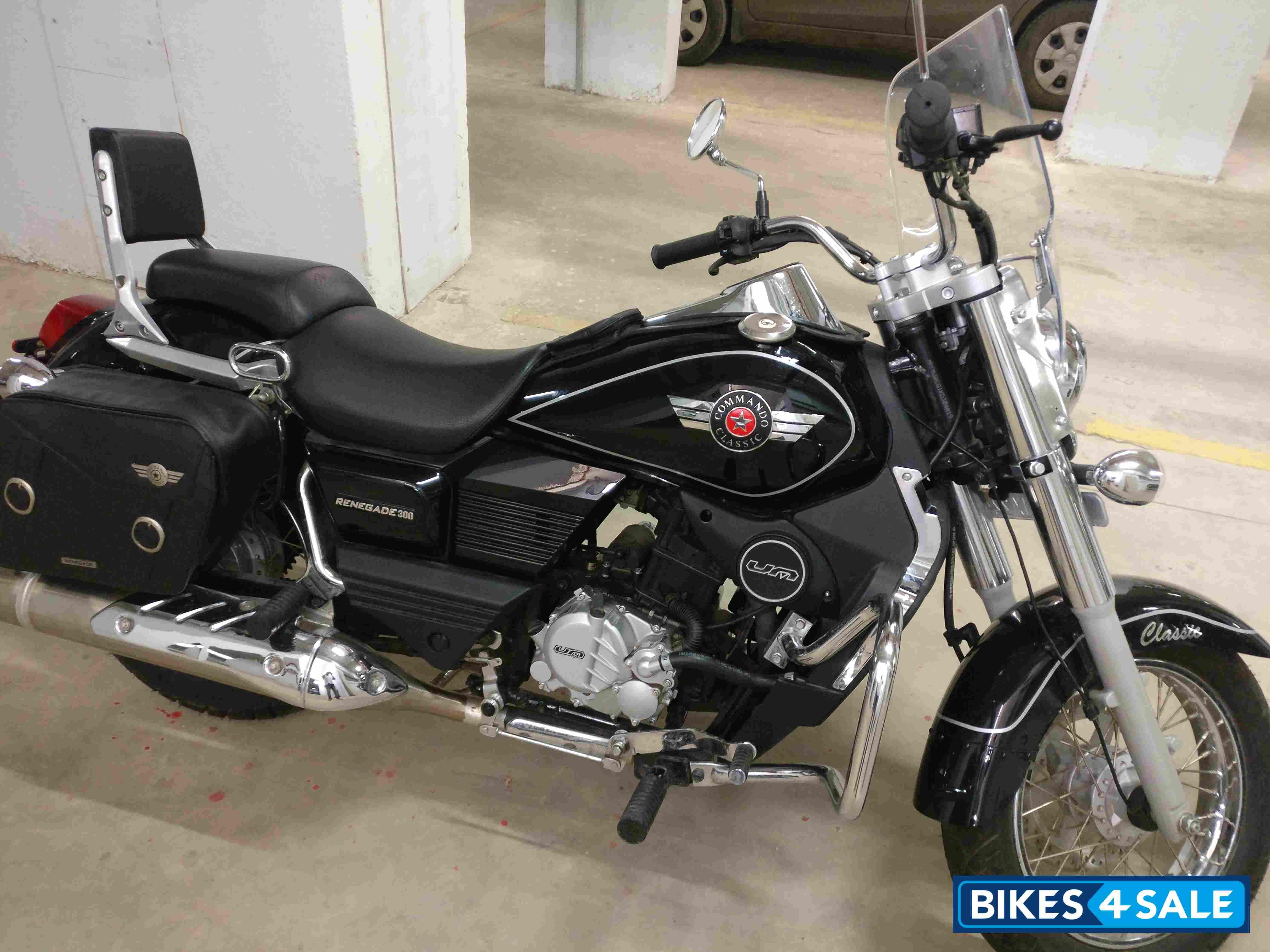 Black Um Renegade Commando Classic New Helmet Commando Bike