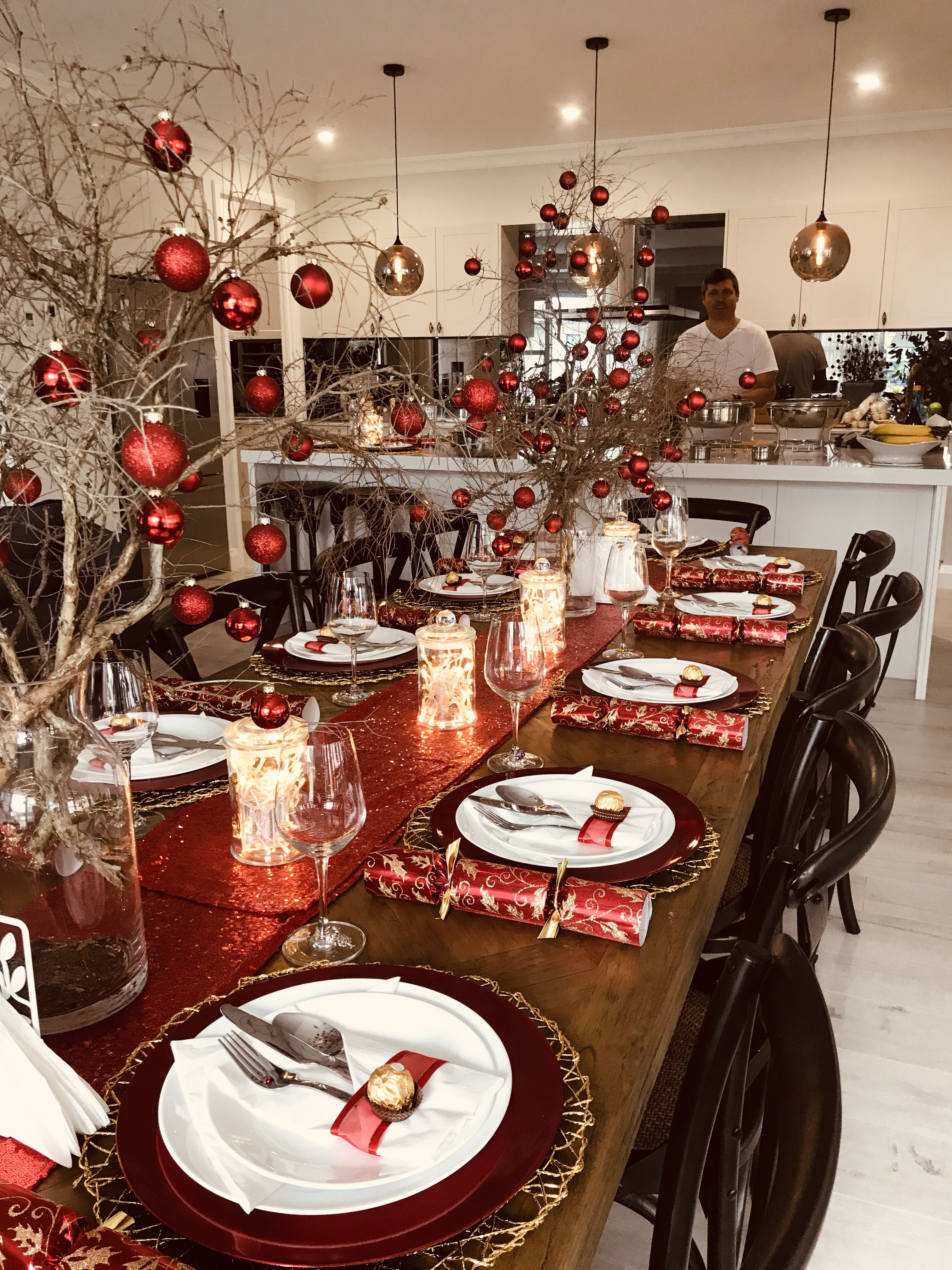 Christmas Table Setting With Gold Placemats Red Charger Plates Christmas Table Christmas Dinner Table Christmas Decorations For The Home