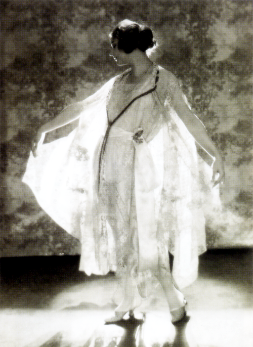 1922. Adolph de Meyer for American Vogue. I'm guessing that Adolph is the photographer and not the model!