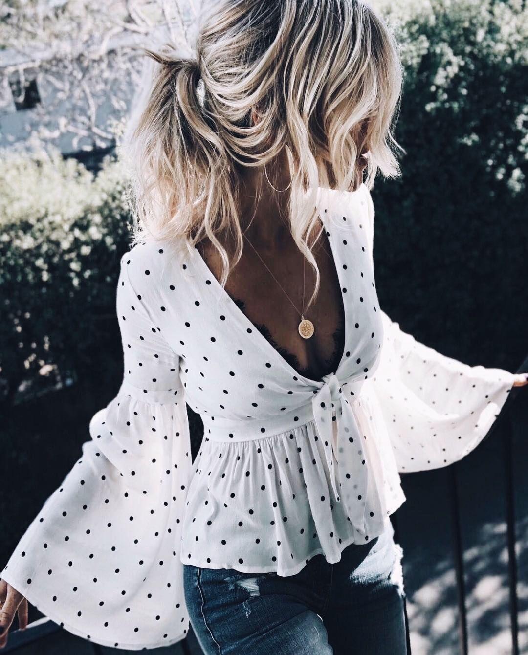 aed0c030fa Blusa com manga cigana branca de bolinha preta com decote em v. Pinterest    giovana
