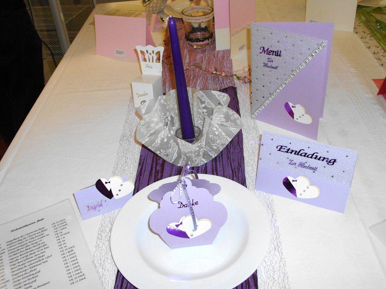 Tischdekoration in flieder für die Hochzeit, Silber- und Goldhochzeit