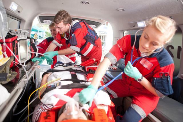 Emt Paramedic Job Description Salary Skills More Paramedic Emt Paramedic Emt