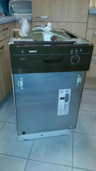 Die Bosch SRI3010 Spülmaschine ist voll funtionstüchtig