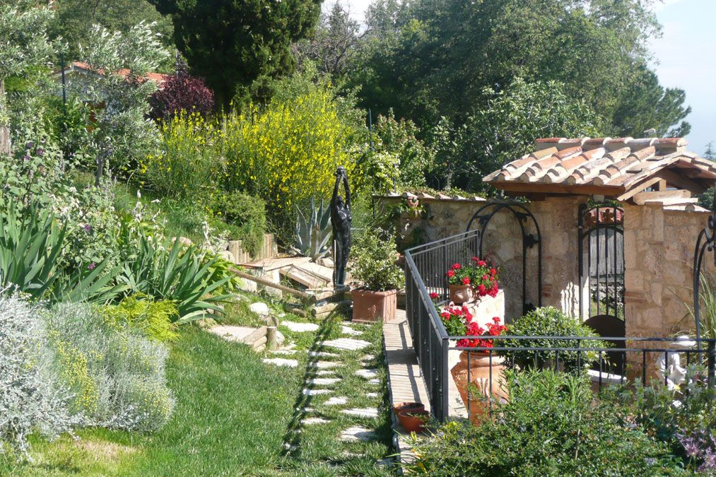 tuscan gardens | Tuscan garden in bloom in May/June Part 2 | Italy ...