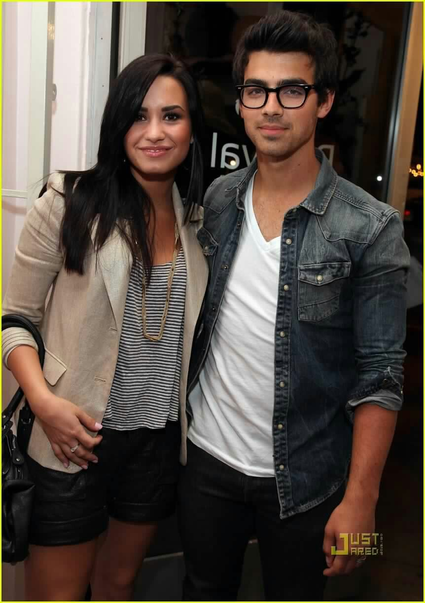 Demi lovato confirms dating joe jonas