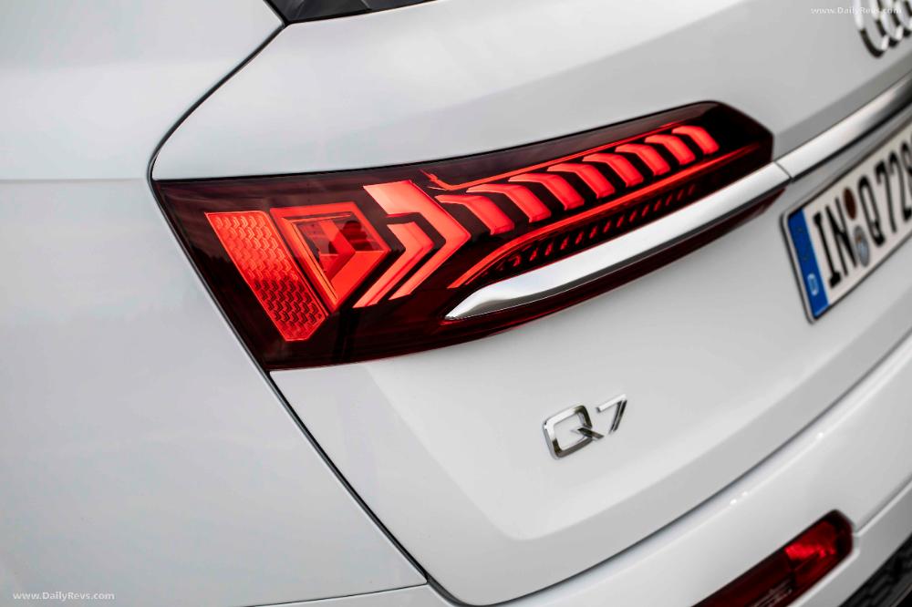 2020 Audi Q7 Tfsi E Quattro Hd Pictures Videos Specs Information Dailyrevs Audi Q7 Audi Plug In Hybrid Suv