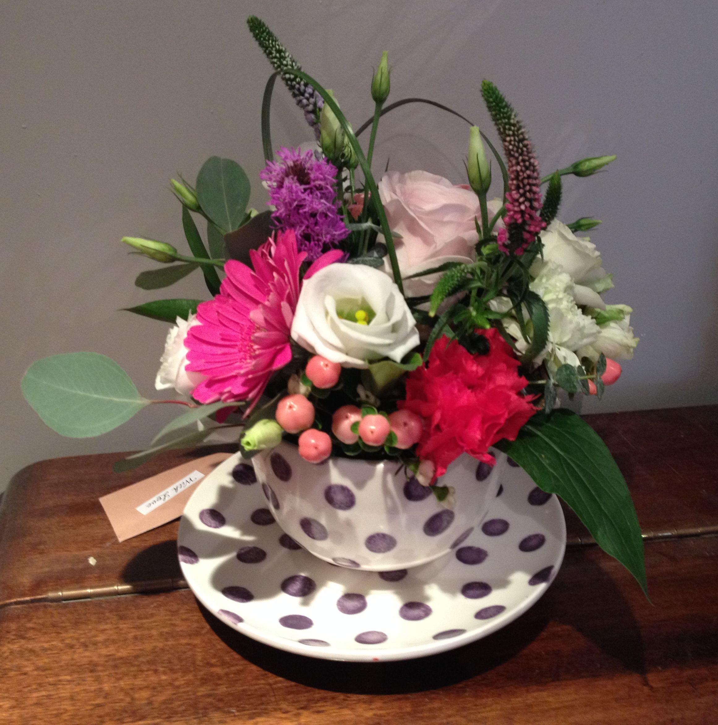 Флористика как сделать букет в чашке, альстромерии роз