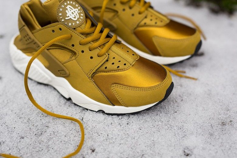 Nike WMNS Air Huarache Run | Bronzine - MISSBISH - Women's Fashion, Fitness  & Lifestyle Magazine